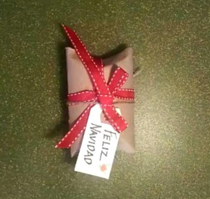 roll of toilet paper_gift wrap_diy