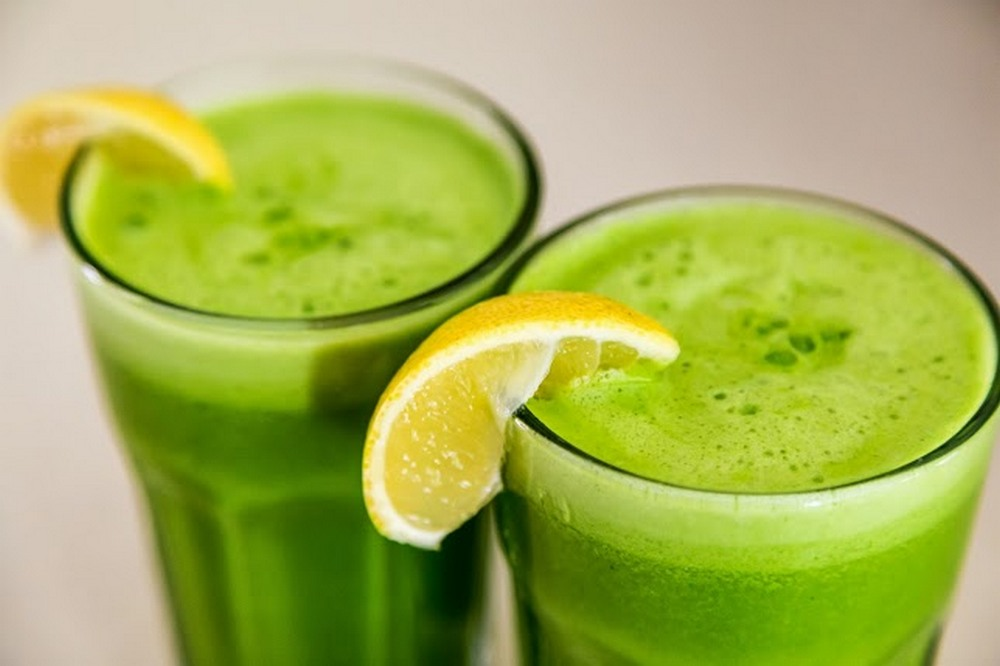 Juice_with_Spinach_Lemon_Ginger